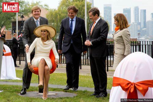 En-voyage-d-Etat-au-Canada-avec-le-roi-Willem-Alexander-des-Pays-Bas-la-reine-Maxima-teste-ses-tulpi-chairs-a-Toronto